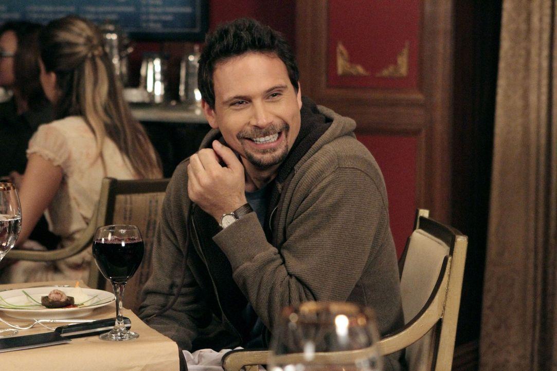 Da Dallas auf eine kosmetische Behandlung schlecht reagiert, muss George (Jeremy Sisto) ein achtzehngängiges Menü vom gefeierten Chefkoch Julio alle... - Bildquelle: Warner Brothers