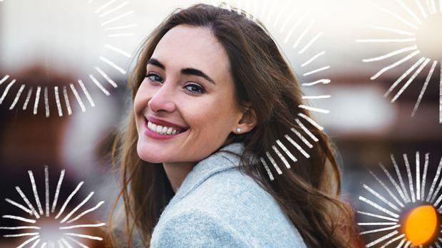 Ein strahlendes Lächeln mit weißen Zähnen – probiere den Trend Ölziehen aus u...