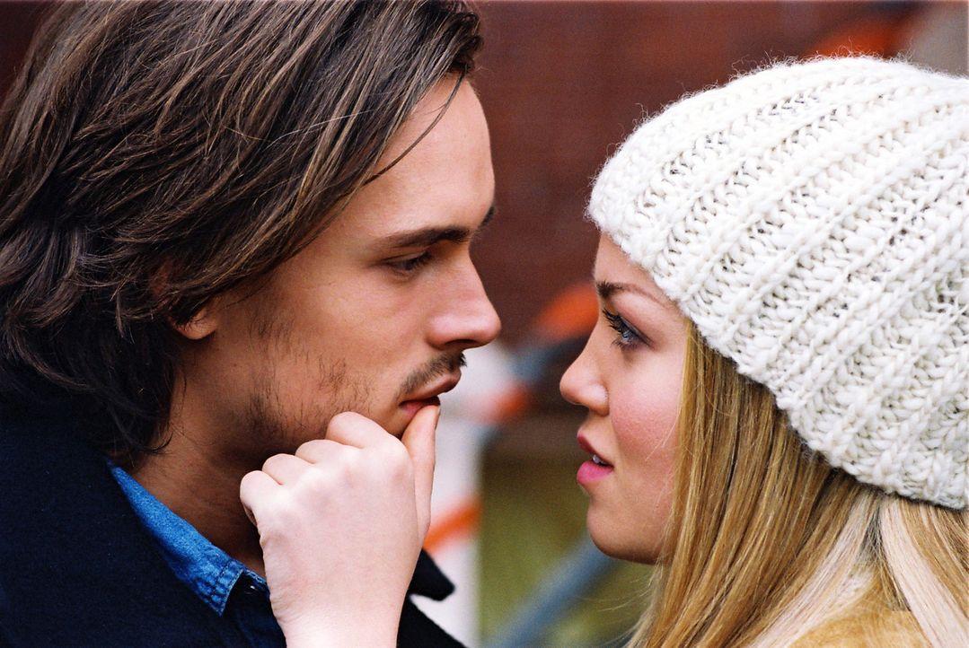 Jessica (Erika Christensen, r.) kann und will mit Alan (Jonathan Jackson, l.), der immer alles in den Sand setzt, nicht länger zusammenbleiben. Dar... - Bildquelle: ApolloMedia