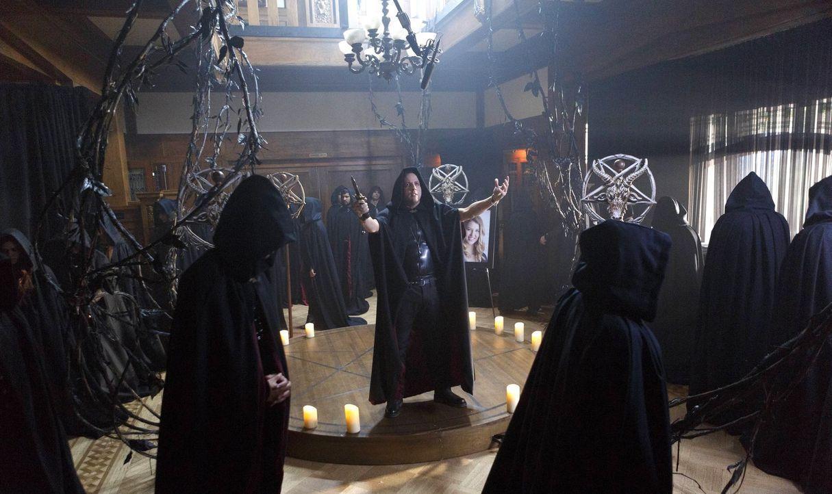 Lucifer ist geschockt über die Praktiken der Satanisten unter Anleitung von Onyx (Ross McCall, M.) und will ihnen schließlich klarmachen, dass sie i... - Bildquelle: 2016 Warner Brothers