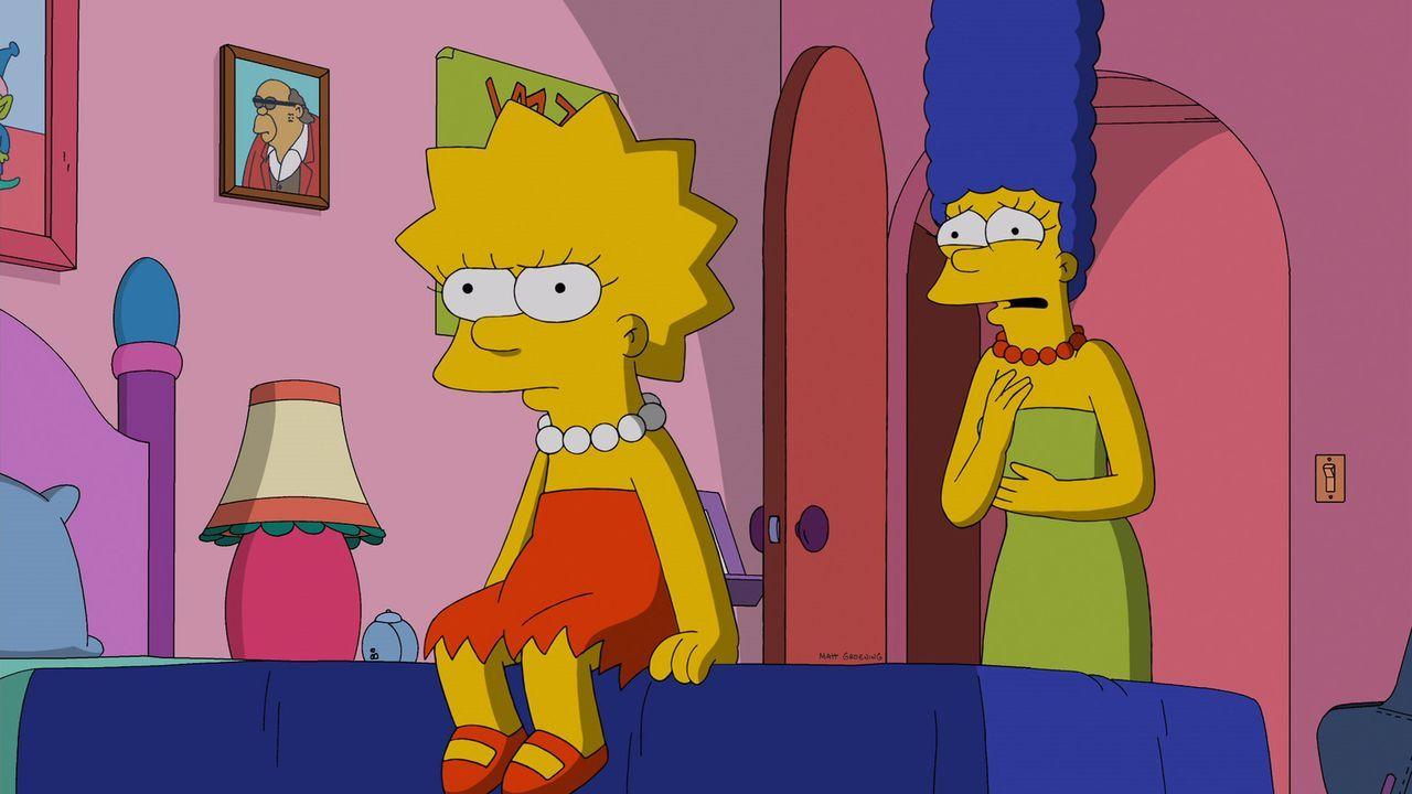 Als Lisa (l.) erkennt, dass Marge (r.) Tumi dafür bezahlt hat, dass sie ihre Freundin wird, bricht eine Welt für sie zusammen. Es kommt zum Riesenkr... - Bildquelle: 2013 Twentieth Century Fox Film Corporation. All rights reserved.