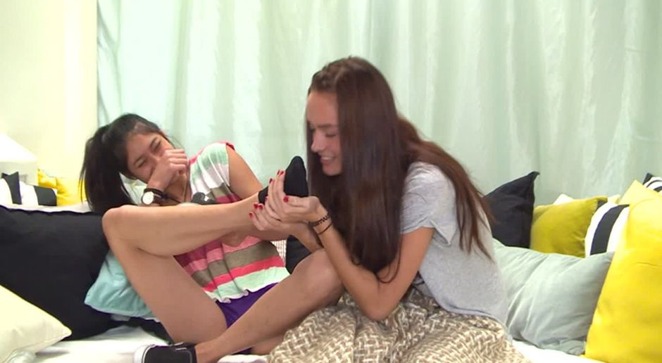 Füße geile mädchen Junge Mädchen