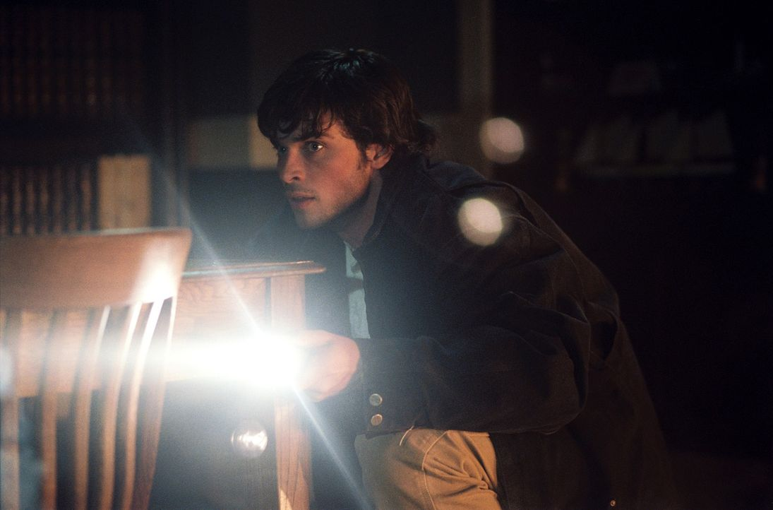 Für den jungen Nick Castle (Tom Welling) beginnt ein alptraumhafte Nacht mit einem Haufen blutrünstiger Untoter, die ihn für die Verbrechen seiner V... - Bildquelle: Sony Pictures Television International. All Rights Reserved.