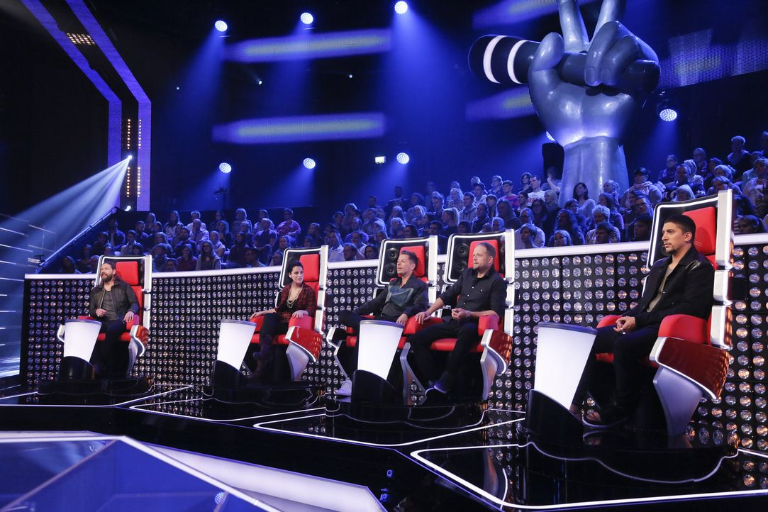 Zittern mit ihren Talents mit: Rea Garvey (l.), Michi Beck (M.), Smudo (2.v.r.), Stefanie Kloß (2.v.l.) und Andreas Bourani (r.) ... - Bildquelle: Richard Hübner SAT.1/ProSieben
