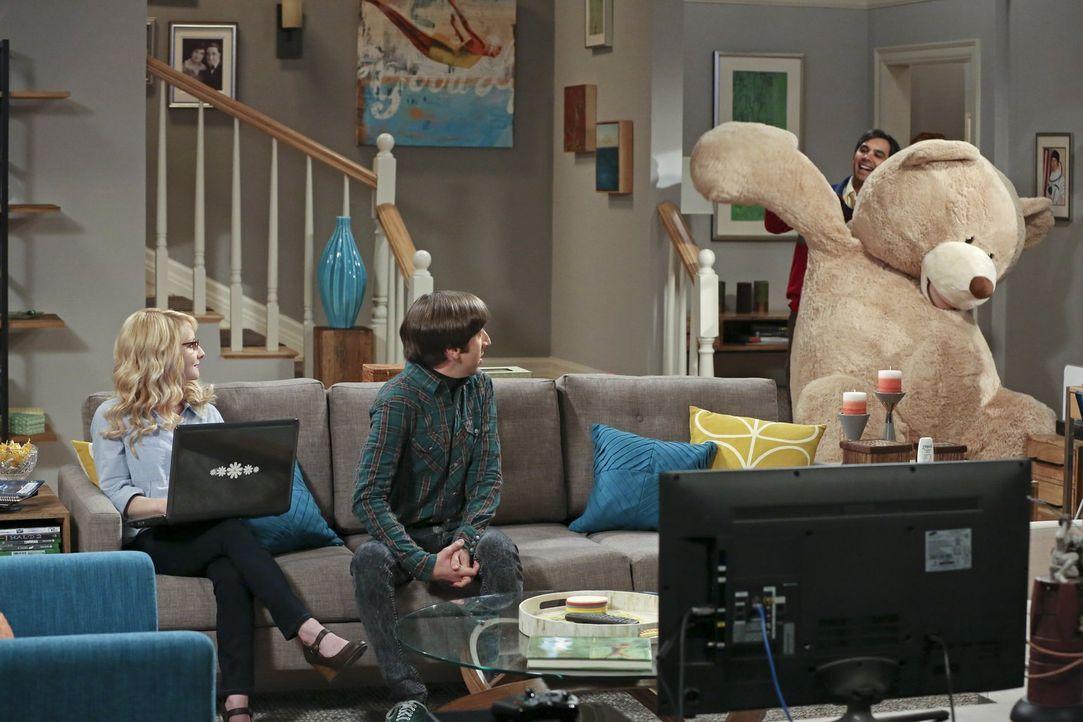 Während Sheldon, Amy, Leonard und Penny einen Wochenendtrip in eine Waldhütte machen, übertreibt es Raj (Kunal Nayyar, r.) mit seiner Vorfreude auf... - Bildquelle: 2016 Warner Brothers