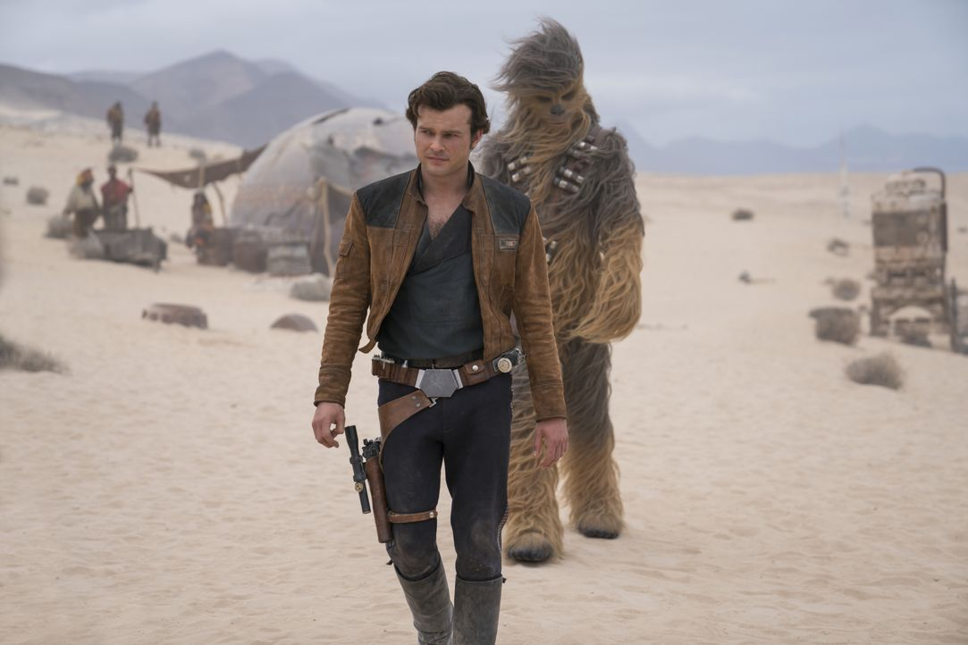 Han Solo (Alden Ehrenreich, l.); Chewbacca (Joonas Suotamo, r.) - Bildquelle: Jonathan Olley & TM Lucasfilm Ltd. 2018 / Jonathan Olley