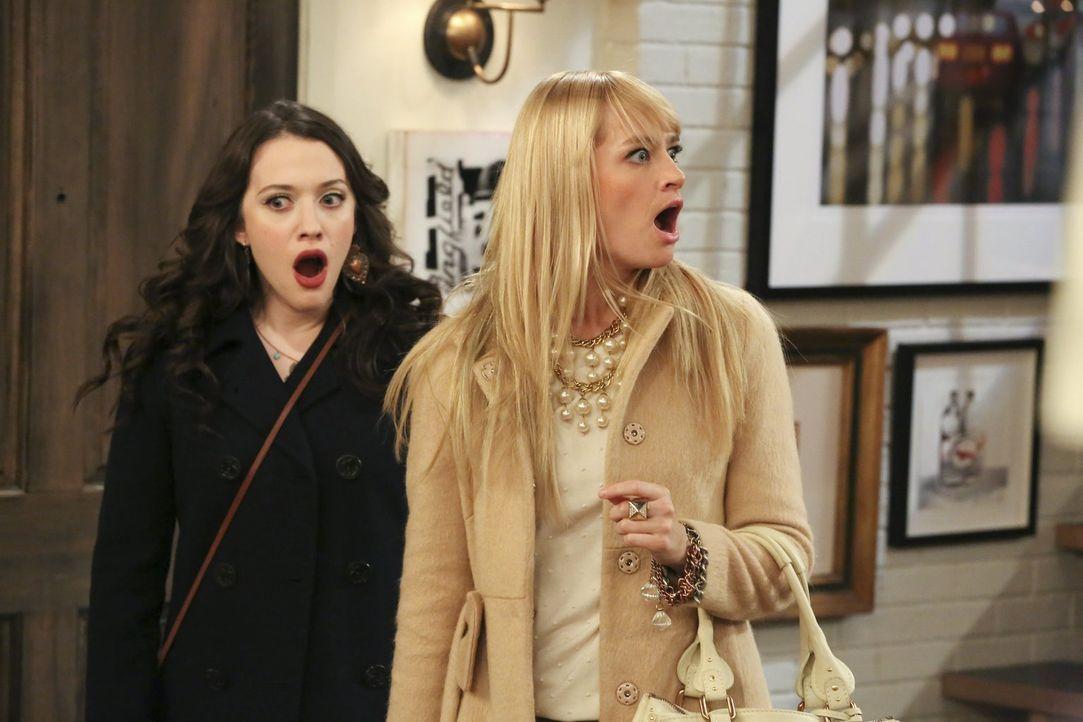 Max (Kat Dennings, l.) und Caroline (Beth Behrs, r.) können es nicht fassen, dass Nicholas plant, seine Frau zu verlassen ... - Bildquelle: Warner Bros. Television