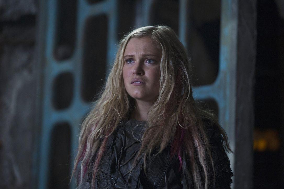 Clarke (Eliza Taylor) bekommt Unterstützung von unerwarteter Seite. Aber wird sie ihren Wunsch nach Rache siegen lassen und einen drastischen Schrit... - Bildquelle: 2014 Warner Brothers