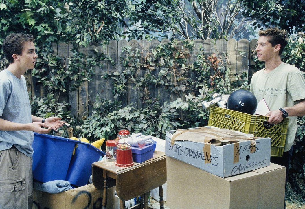 Um das Gerümpel in der Garage loszuwerden, organisieren Reese (Justin Berfield, r.) und Malcolm (Frankie Muniz, l.) einen Garagenverkauf, was jedoc... - Bildquelle: TM +   2000 Twentieth Century Fox Film Corporation. All Rights Reserved.