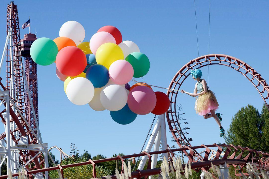 GNTM-Stf09-Epi03-BallonShooting-075-ProSieben-Oliver-S - Bildquelle: ProSieben/Oliver S.
