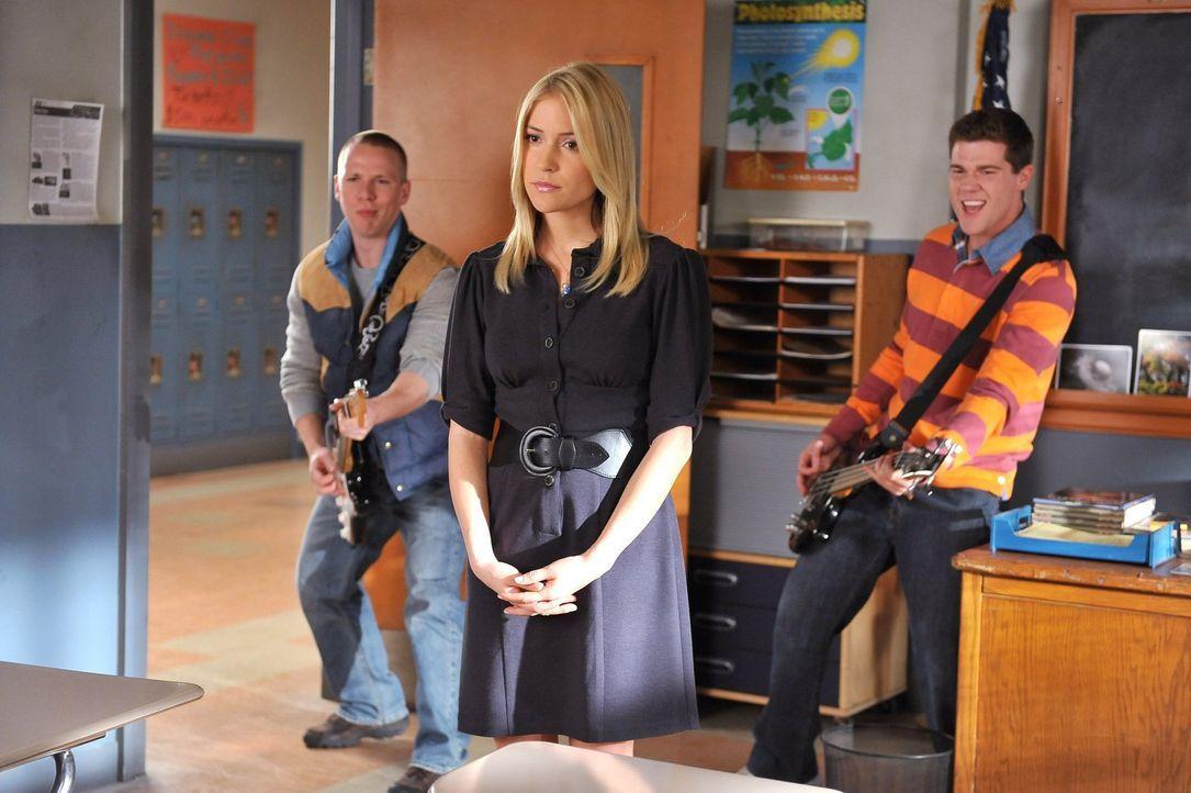 Die Nachwuchsmusiker Axl, Darrin (John Gammon, l.) und Sean (Beau Wirick, r.) wollen ein Musikvideo drehen und ihre Biologielehrerin Ms. Devereaux (... - Bildquelle: Warner Brothers