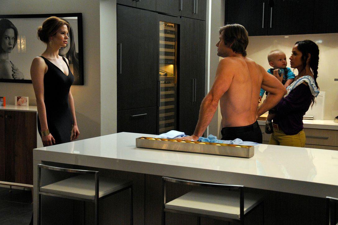 Während der Besuch von Genevieves Bruder Henri Zoila total aus der Fassung bringt, will Rosie (Dania Ramirez, r.) Spence (Grant Show, 2.v.l.) dabei... - Bildquelle: ABC Studios