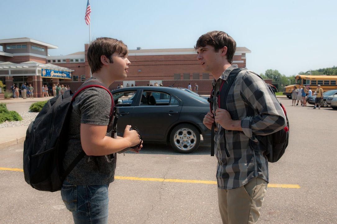 Während sich die beiden Brüder auf die Abschlussfeier an der Highschool vorbereiten, braut sich über Silverton ein unberechenbarer Wirbelsturm zusam... - Bildquelle: 2014   Warner Bros.
