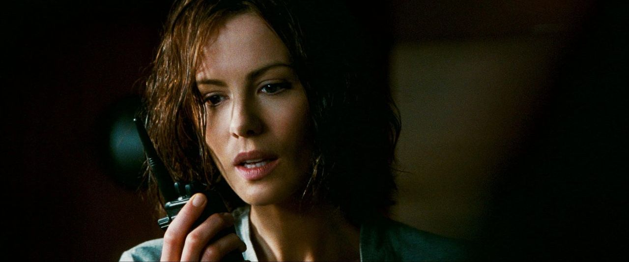 US-Marshall Carrie Stetko (Kate Beckinsale) erhält die Information, dass Delfy, einer der Piloten von der Amundsen-Scott-Südpolstation, bei einem... - Bildquelle: Warner Bros.