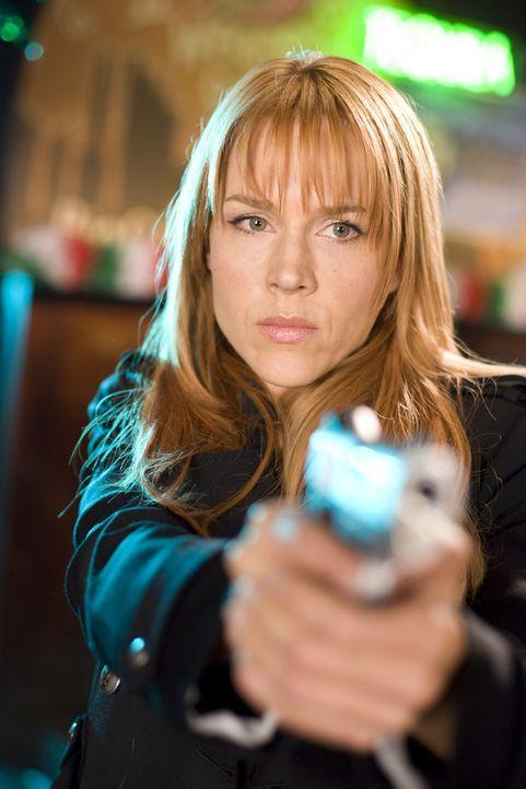 """Begibt sich an den Rand des Gesetzes: Special Agent Eunice Bloom (Julie Benz) verbündet sich mit den """"Saints"""", um den Mörder des Priesters aufzusp... - Bildquelle: 2009 Boondock Saints II Productions, LLC. All Rights Reserved. Asset"""
