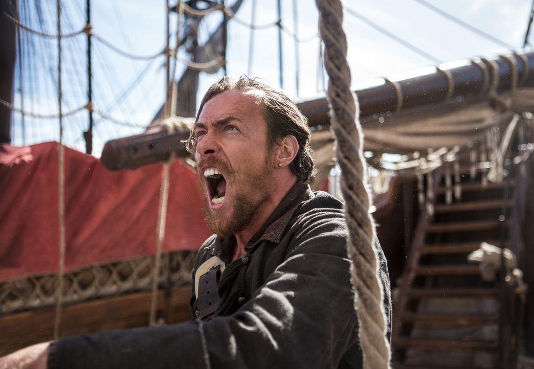 All seine Entscheidungen sind mit einem gewissen Risiko für sich und seine Crew verbunden: Captain Flint (Toby Stephens) ... - Bildquelle: 2013 Starz Entertainment LLC, All rights reserved
