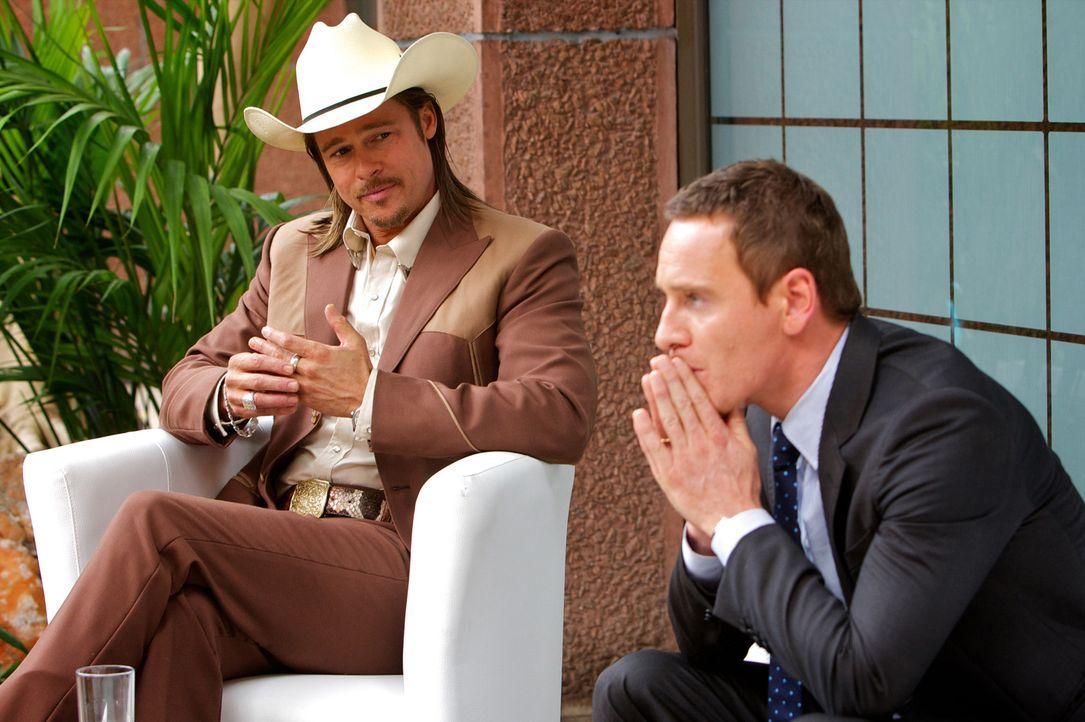 Als sich Counselor (Michael Fassbender, r.) aus finanziellen Gründen auf Drogengeschäfte einlässt, kann ihm auch der Insider Westray (Brad Pitt, l.)... - Bildquelle: TM and   2013 Twentieth Century Fox Film Corporation.  All Rights Reserved.