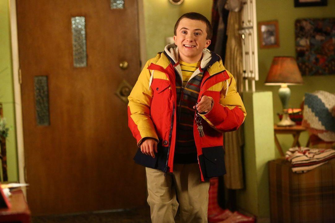Zu seinem 15. Geburtstag soll Brick (Atticus Shaffer) Auto fahren lernen, doch ist das wirklich eine gute Idee? - Bildquelle: Warner Bros.