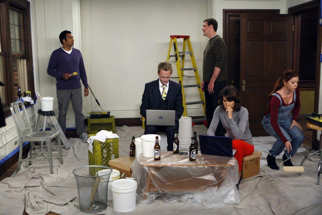 Kevin (Kal Penn, l.) kann nicht fassen, dass Robin (Cobie Smulders, 2.v.r.), Barney (Neil Patrick Harris, 2.v.l.), Lily (Alyson Hannigan, r.) und Ma... - Bildquelle: 20th Century Fox International Television