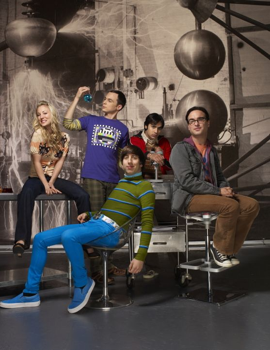 (4. Staffel) - Eine ganz besondere Truppe: Penny (Kaley Cuoco, l.), Sheldon (Jim Parsons, 2.v.l.), Rajesh (Kunal Nayyar, 2.v.r.), Leonard (Johnny Ga... - Bildquelle: Warner Bros. Television