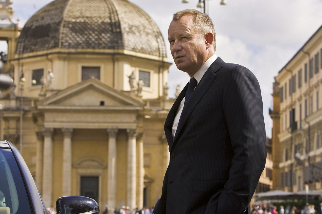 Kommandant Richter (Stellan Skarsgård), Oberst der Schweizergarde, ahnt nicht, dass der Feind mitten unter ihnen weilt ... - Bildquelle: 2009 Columbia Pictures Industries, Inc. All Rights Reserved.