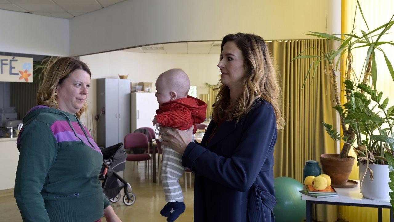 Gerburg (Berit Künnecke, l.); Eva Jordan (Katrin Bauerfeind, r.) - Bildquelle: Christiane Pausch ProSieben / Christiane Pausch