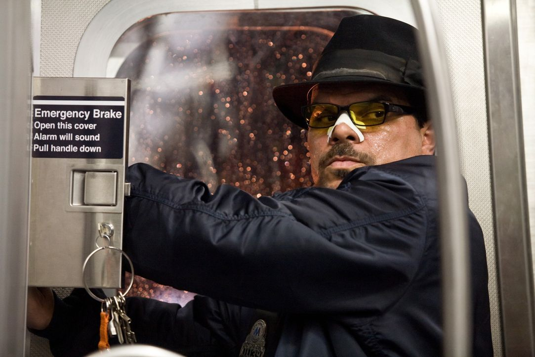 Eines Tages entführen Ramos (Luis Guzman) und seine Spießgesellen den vollbesetzten New Yorker U-Bahn-Zug Pelham 123. Sie drohen damit, eine Geise... - Bildquelle: 2009 Columbia Pictures Industries, Inc. and Beverly Blvd LLC. All Rights Reserved.
