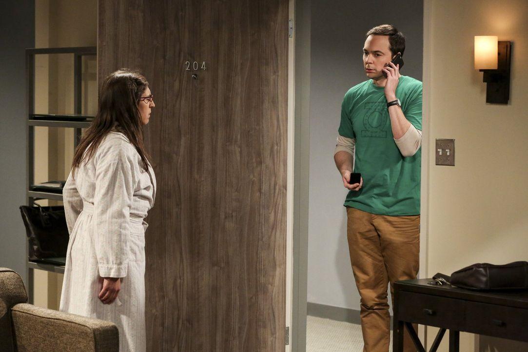 Sheldons (Jim Parsons, r.) Besuch bei Amy (Mayim Bialik, l.) in New Jersey, hat einige Höhen und Tiefen zu bieten ... - Bildquelle: Warner Bros. Television