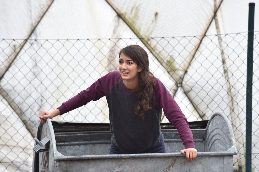 Christian trifft seine Ex-Freundin Josie (Joanna Kitzl) in der Mülltonne wieder. Hat sie die Trennung von ihm damals nicht verkraftet und ist deshal... - Bildquelle: Andre Kowalski maxdome / ProSieben