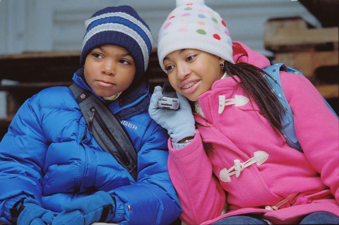 Lindsey (Aleisha Allen, r.) und Kevin (Philip Bolden, l.) haben schon mehr als einen Liebhaber ihrer Mutter vergrault. Sie haben es sich nämlich in... - Bildquelle: Sony 2007 CPT Holdings, Inc.  All Rights Reserved.