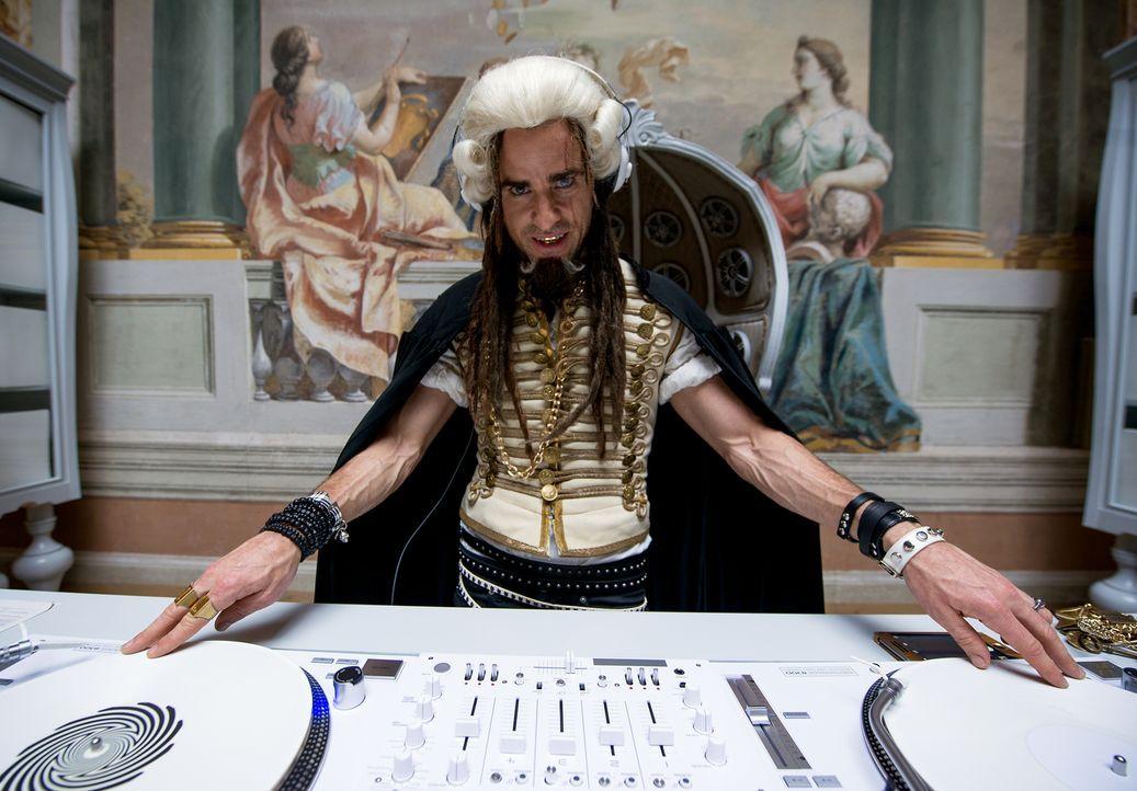 Ist Evil DJ (Justin Theroux) wirklich so böse, wie sein Name vermuten lässt? - Bildquelle: 2016 Paramount Pictures