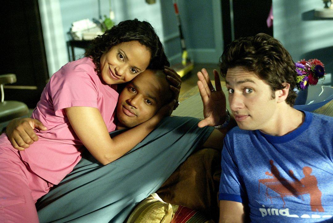 Während J.D (Zach Braff, r.) besuch von seinem Bruder bekommt, werden Carla (Judy Reyes, l.) und Turk (Donald Faison, M.) mit einer Krankheit konfr... - Bildquelle: Touchstone Television