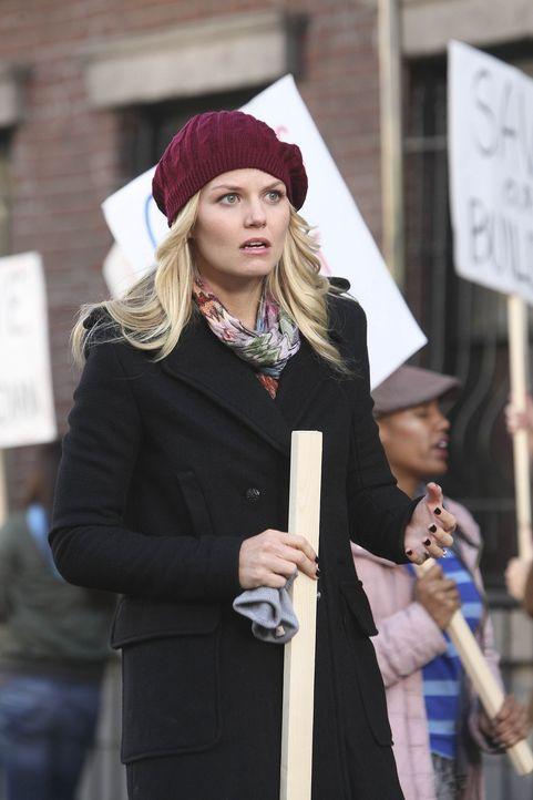 Ted lernt die sympathische Aktivistin Zoey (Jennifer Morrison) kennen. Gemeinsam mit anderen versucht sie zu verhindern, dass das imposante und alte... - Bildquelle: 20th Century Fox International Television