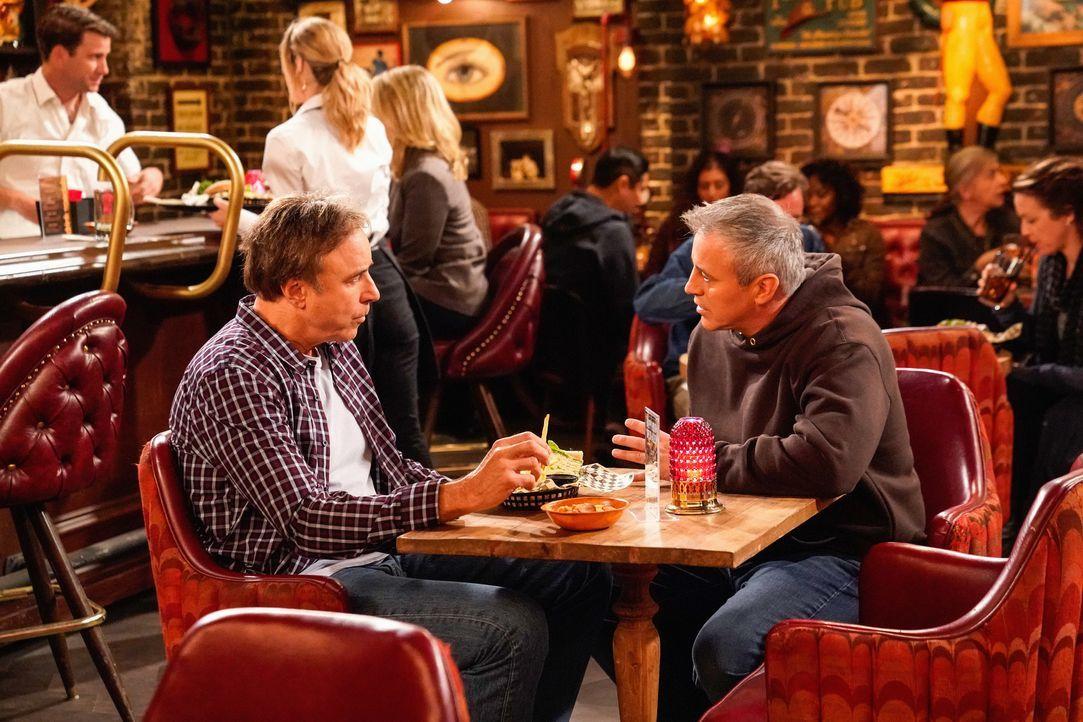 Don Burns (Kevin Nealon, l.); Adam Burns (Matt LeBlanc, r.) - Bildquelle: Greg Gayne 2019 CBS Broadcasting Inc. All Rights Reserved. / Greg Gayne