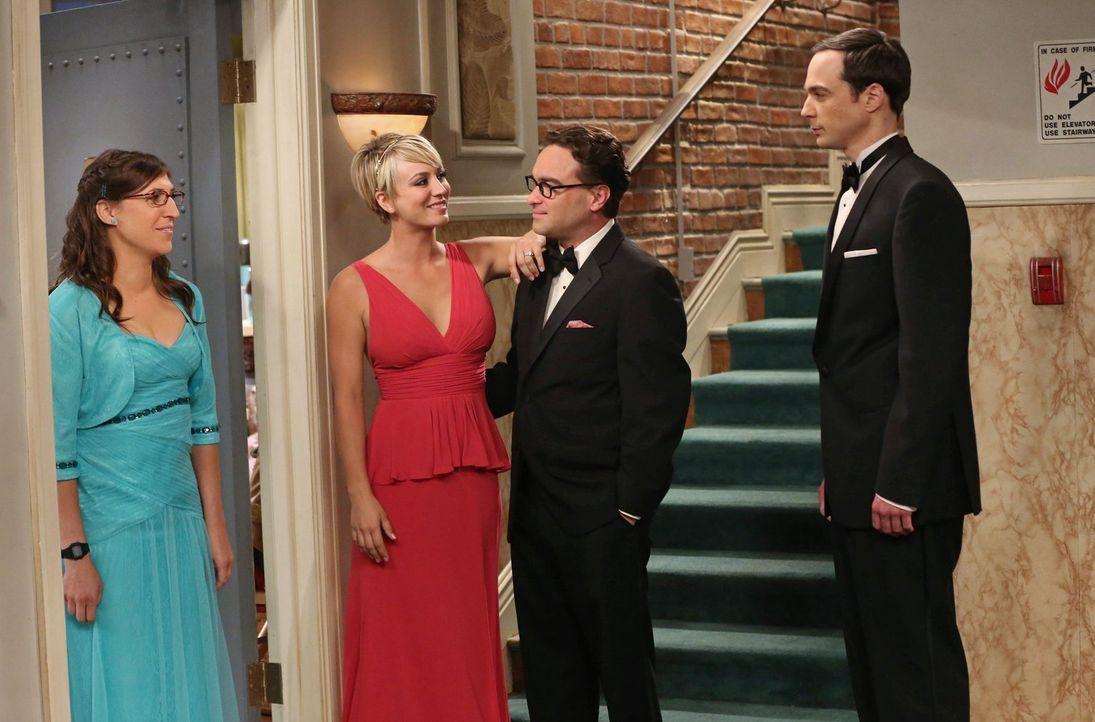 Der Abend des Abschlussballs beginnt für Amy (Mayim Bialik, l.), Penny (Kaley Cuoco , 2.v.l.), Leonard (Johnny Galecki, 2.v.r.) und Sheldon (Jim Par... - Bildquelle: Warner Bros. Television