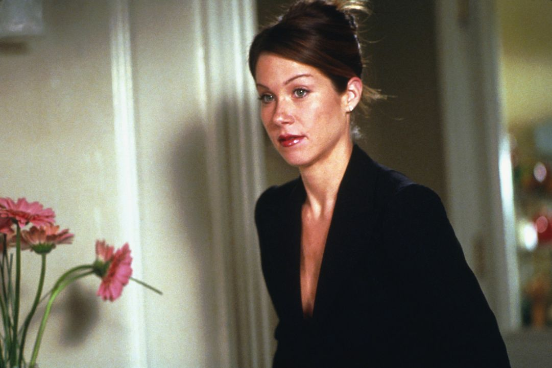 Wird von schweren Liebeskummer-Attacken gequält: Courtney (Christina Applegate) ... - Bildquelle: 2003 Sony Pictures Television International