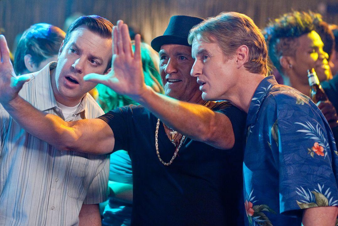 (v.l.n.r.) Fred (Jason Sudeikis); Coakley (Richard Jenkins); Rick (Owen Wilson) - Bildquelle: Warner Bros.