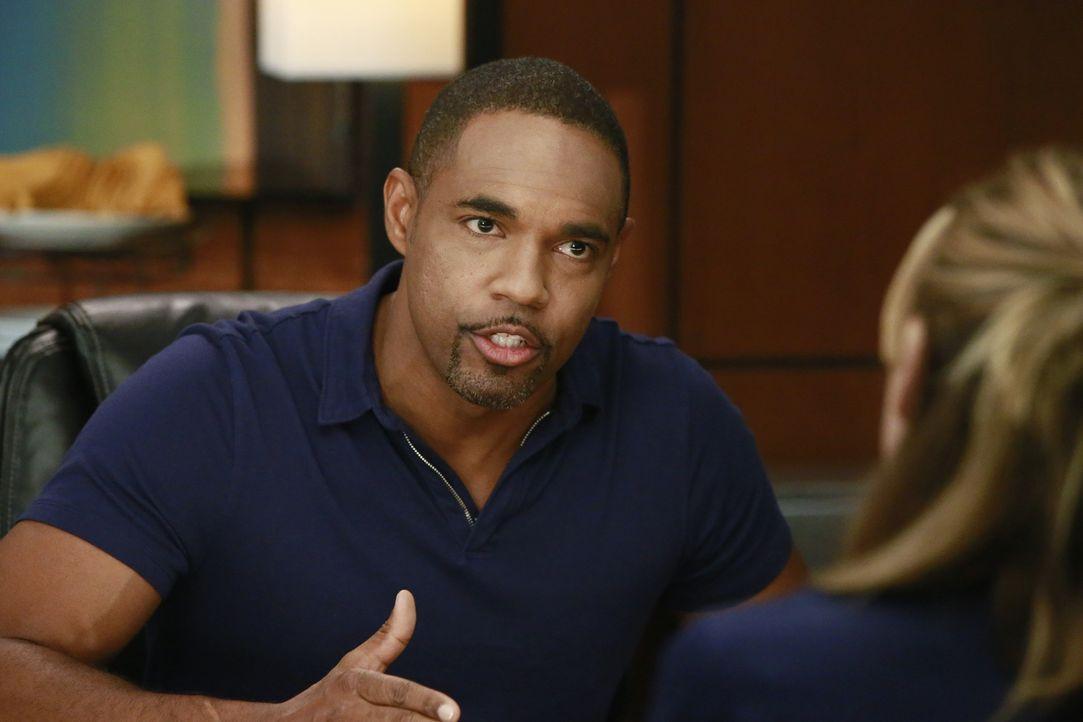 Muss sich vor einem Komitee wegen seines Verhalten verantworten: Ben (Jason George) ... - Bildquelle: Mitch Haaseth ABC Studios
