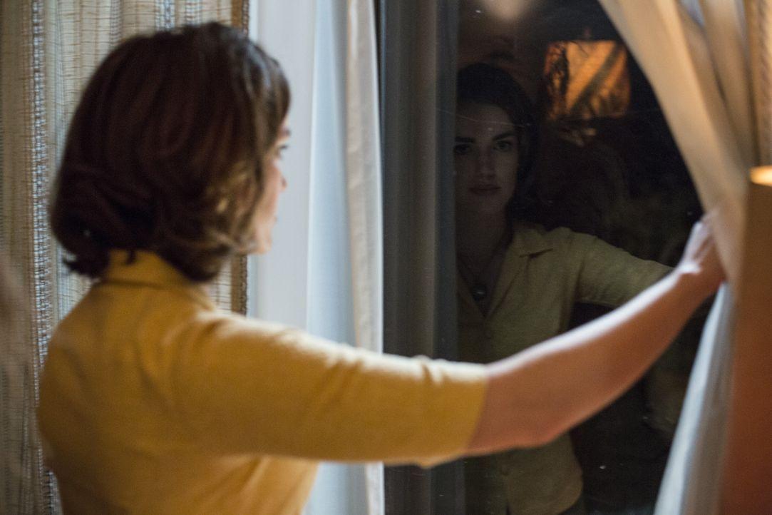 Abigail (Elizabeth Henstridge) - Bildquelle: Warner Brothers