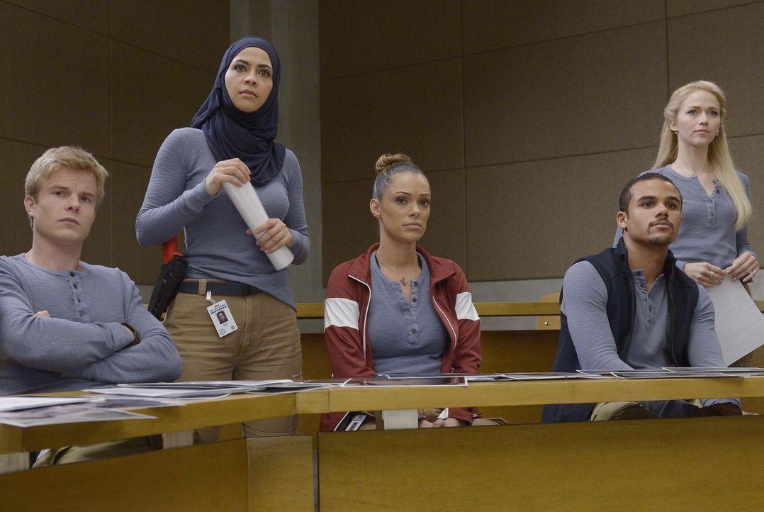 Können sie sich gegenseitig vertrauen? Caleb (Graham Rogers, l.), Raina (Yasmine Al Massri, 2.v.l.), Natalie (Anabelle Acosta, M.), Brandon (Jacob A... - Bildquelle: Philippe Bosse 2015 ABC Studios