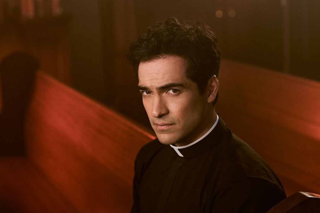 The Exorcist: Alfonso Herrera als Pater Tomas Ortega - Bildquelle: Fox and its related entities. All rights reserved.