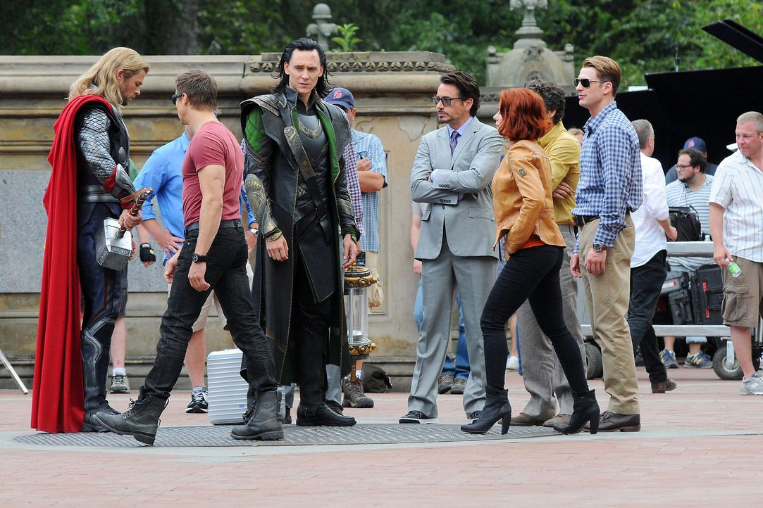 the-avengers-set-11-09-02-chris-hemsworth-scarlett-johansson-tom-hiddleston-jeremy-renner-chris-evans-mark-ruffalo-robert-downey-jr-ivan-nikolov-com... - Bildquelle: Ivan Nikolov/WENN.com