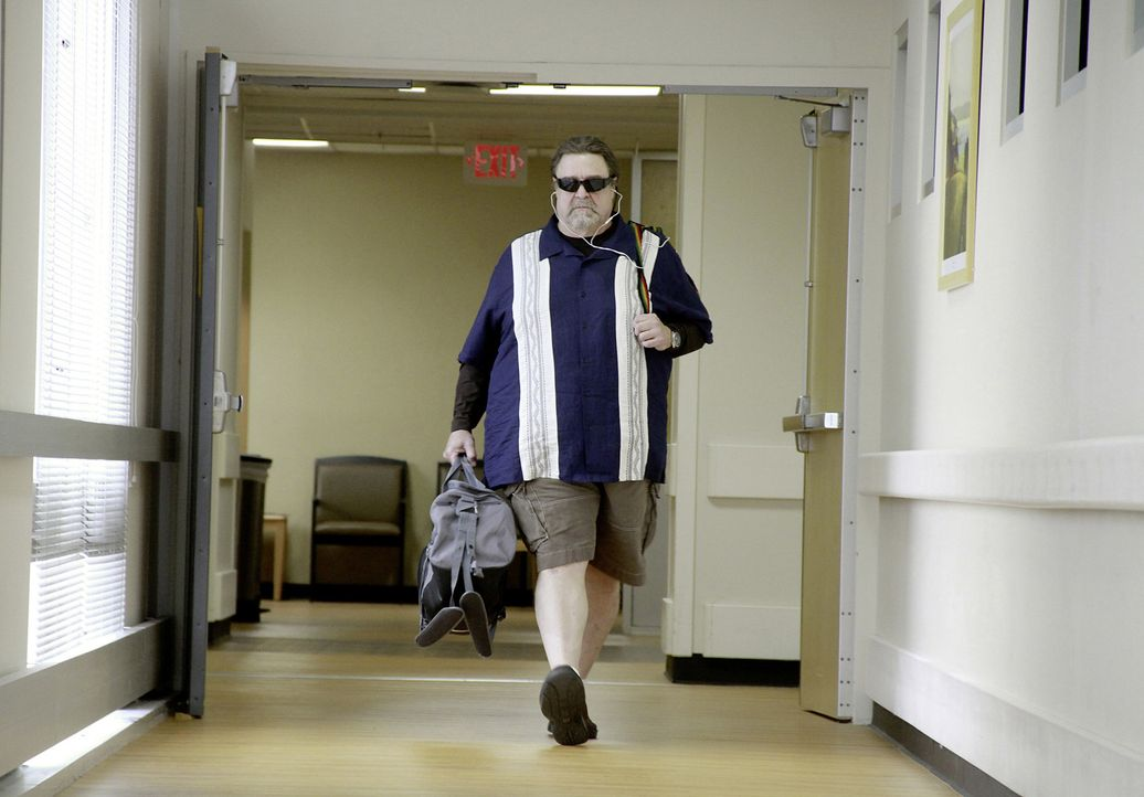 Whips Kumpel und Dealer Harling Mays (John Goodman) eilt sofort ins Krankenhaus, um Whip nach dem Absturz zu besuchen - und er hat so einiges im Gep... - Bildquelle: Robert Zuckerman 2012 PARAMOUNT PICTURES. ALL RIGHTS RESERVED.