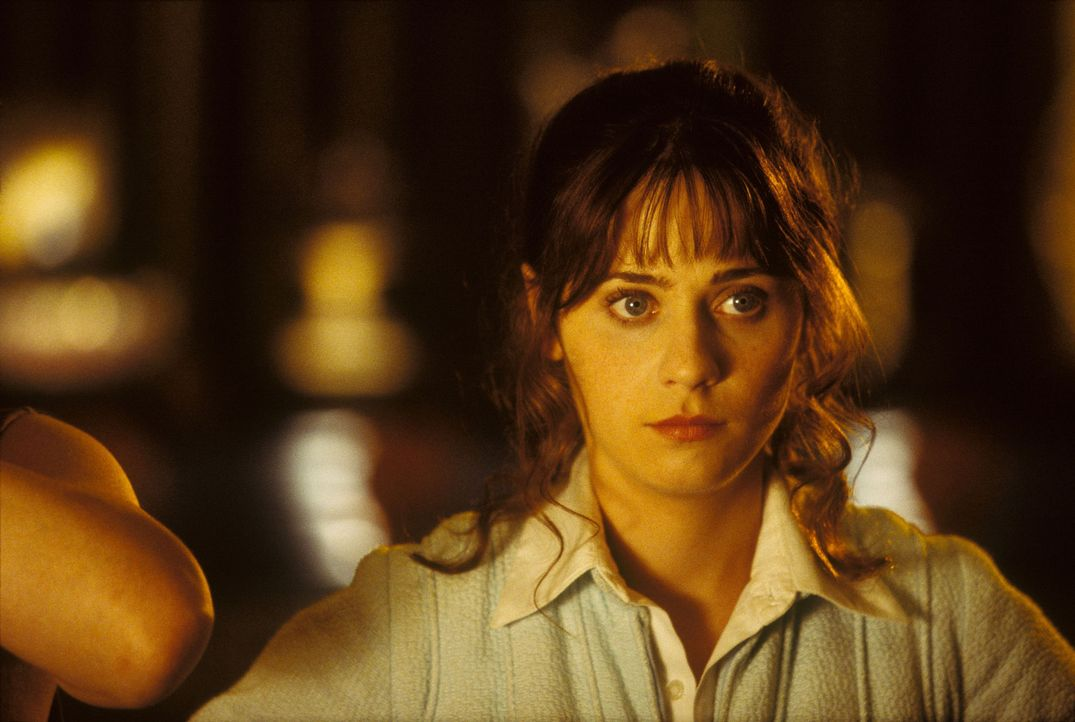 Seine Traumfrau Trillian (Zooey Deschanel) meldet sich nicht, das Bulldozer-Kommando steht bereits vor dem Haus, um es abzureißen und sein bester F... - Bildquelle: Touchstone Pictures (C) Spyglass Entertainment. All Rights Reserved