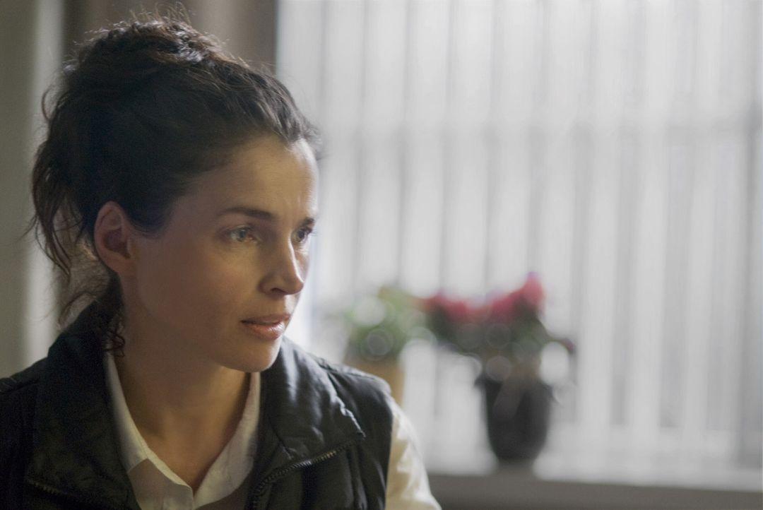Nach wie vor weiß Caroline (Julia Ormond) nicht, wer ihr Vater ist. Als ihre Mutter im Sterben liegt, bittet diese sie, ihr aus dem Tagebuch eines... - Bildquelle: 2009   Warner Brothers