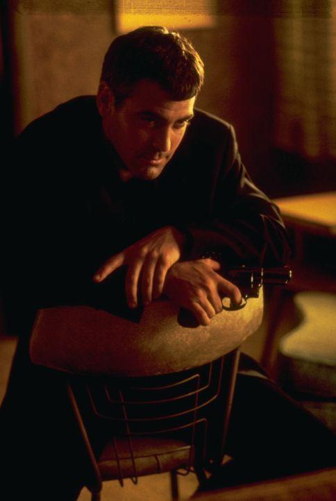Eigentlich wollen Bankräuber Seth Gecko (George Clooney) und sein Bruder nur so schnell wie möglich über die mexikanische Grenze, doch dann machen s... - Bildquelle: 1995 Miramax, LLC . All Rights Reserved.