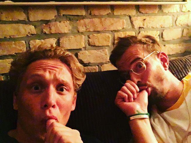 4. Am Daumen nuckeln - Bildquelle: instagram.com/matthiasschweighoefer