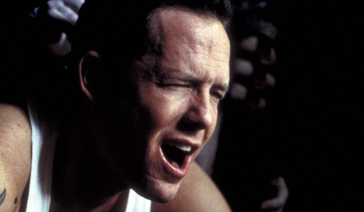 Trevor (Dean Winters) wird immer stärker von schrecklichen Alpträumen gequält, so dass er immer weniger weiß, was Realität ist und was Fiktion... - Bildquelle: Miramax Films