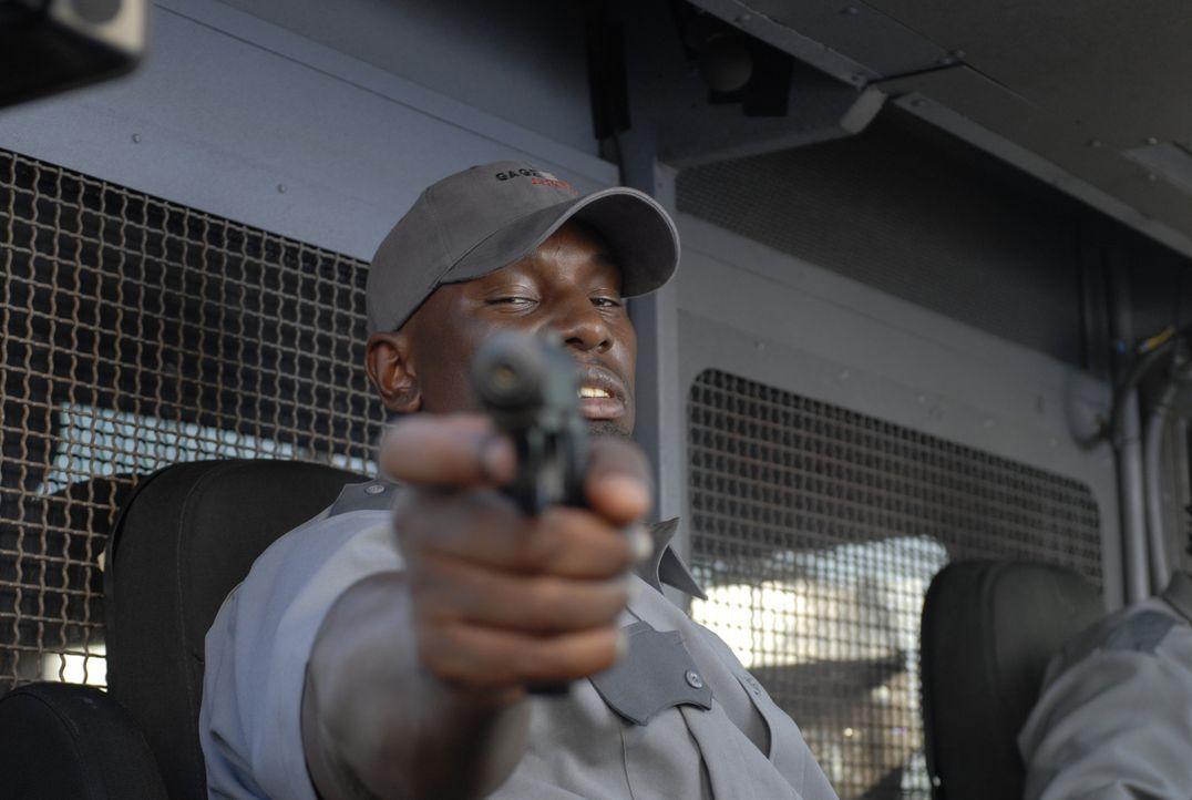 Nach dem geglückten Überfall schießt Gangsterboss Adell Baldwin (Tyrese Gibson) Felix in den Kopf - doch wider Erwarten überlebt der Geldtransportfa... - Bildquelle: 2008 Boyle Heights, LLC. All Rights Reserved.