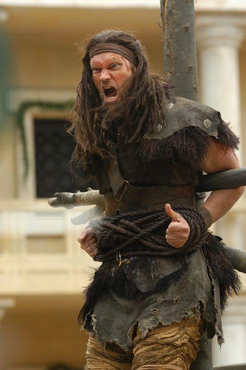 Mit einem Trick gelingt es Hercules, Antaeus (Tyler Mane) zu besiegen. Er entzieht ihn der Macht der Mutter Erde ... - Bildquelle: Ken George Hallmark Entertainment